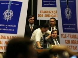 Reforma trabalhista apoiada por Bolsonaro enfraqueceu arrecadação da Previdência